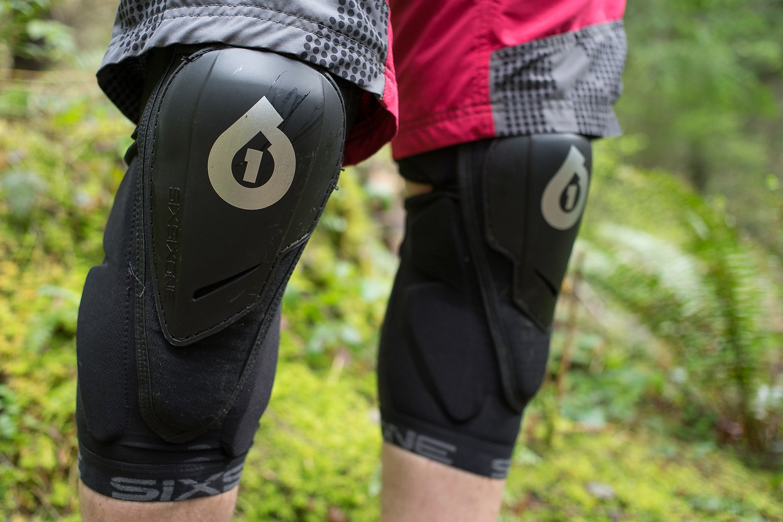 poc knee pad size guide